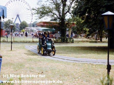 kulturpark-plaenterwald-alt-berlin-oldtimer-blau
