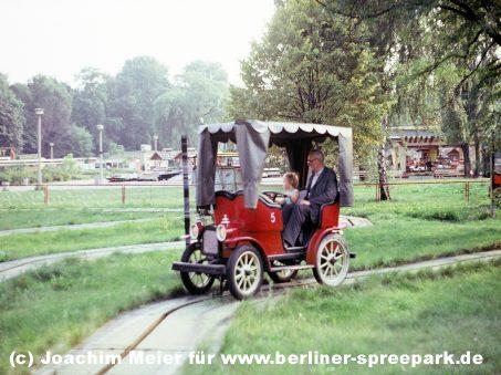 kulturpark-plaenterwald-oldtimer-alt-berlin-vorhang