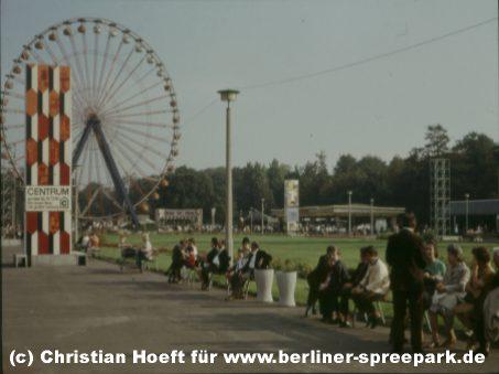 kulturpark-plaenterwald-riesenrad-besucher-baenke