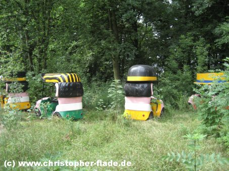 spreepark-lost-place-huetchenautos-chapeau-claque
