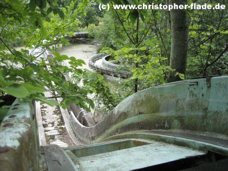 spreepark-lost-place-wildwasserbahn-abfahrt