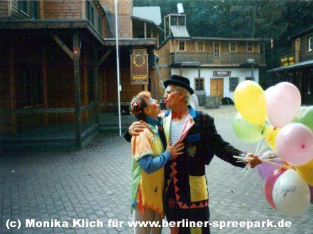 spreepark-plaenterwald-westerndorf-clowns-luftballons