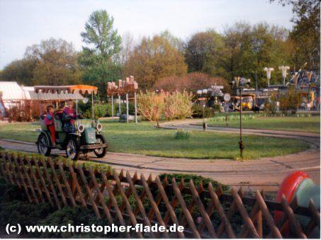 spreepark-berlin-attraktion-oldtimer-fahrt