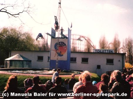 spreepark-berlin-attraktion-wasserspringer-show