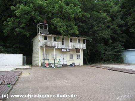 spreepark-berlin-bank-gebäude