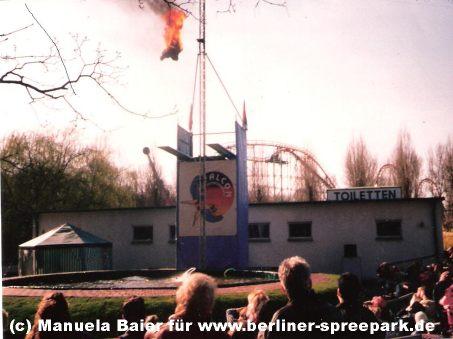 spreepark-berlin-feuer-sprung