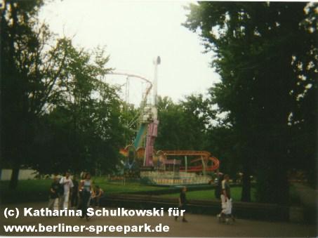 spreepark-berlin-fliegender-teppich-attraktion