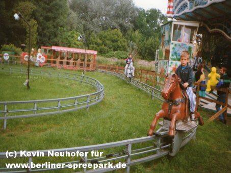 spreepark-berlin-pferdereitbahn-kentucky-ride
