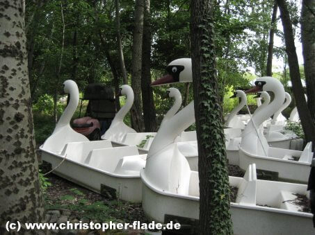 spreepark-berlin-schwanenfahrt-wagons