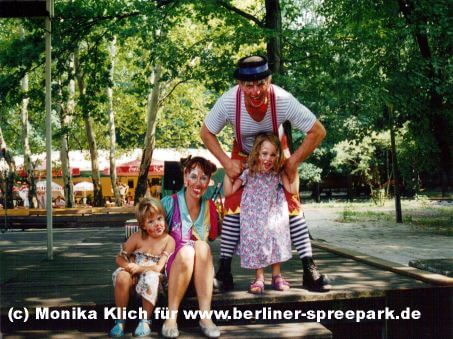 spreepark-clowns-hops-und-hopsi-kinder