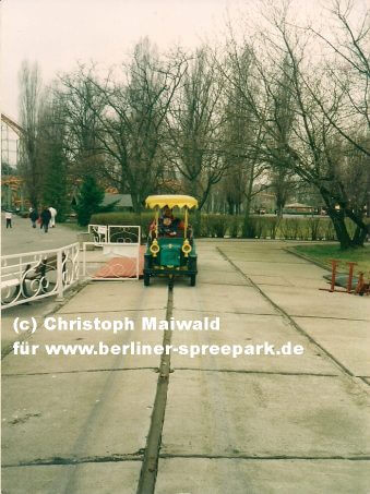 spreepark-oldtimer-fahrt-einstieg-ausstieg