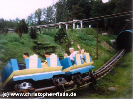 spreepark-plaenterwald-achterbahn-spreeblitz-clown