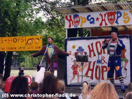 spreepark-plaenterwald-clown-hops-und-hopsi-zaubernummer