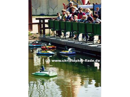 spreepark-plaenterwald-krokodil-fernlenkboote