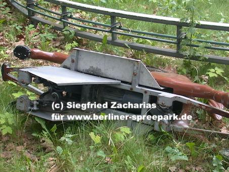 Spreepark_Lost-Place_Zacharias_Kentucky-Ride-Pferd-von-unten