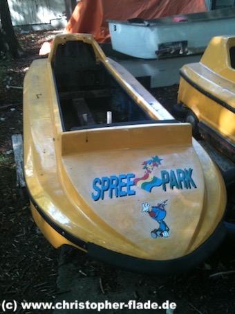spreepark_lostplace_boot-wildwasserbahn-mit-logo