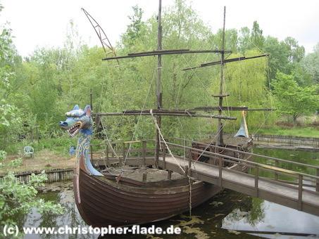 spreepark_lostplace_piratenschiff-mit-bruecke