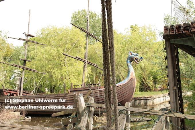 spreepark_lostplace_piratenschiff-stacheldraht