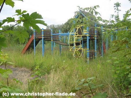 spreepark_lostplace_spielplatz-unkraut